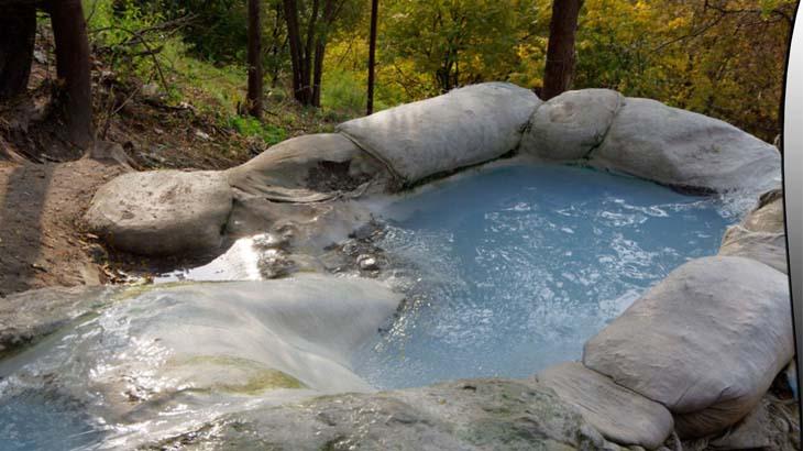 Природная ванна возле озера Провал