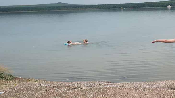Озеро Тамбукан, песчаный пляж
