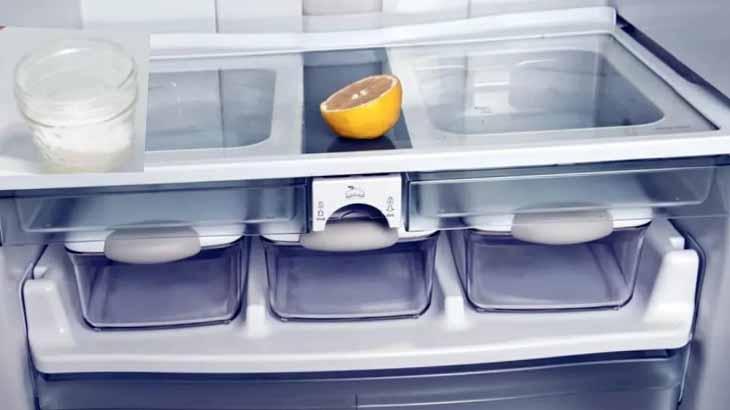 Лимон и сода от запаха в холодильнике
