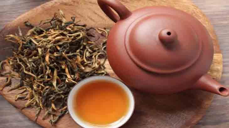 Зелёный чай в чайнике