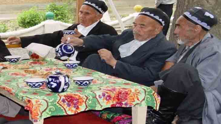 Жители Востока за чаепитием