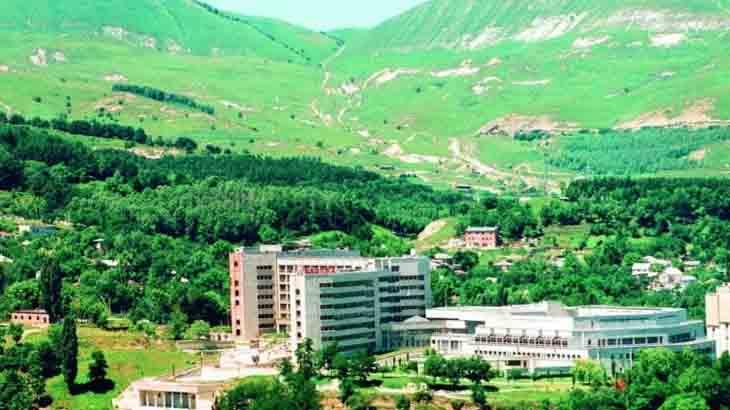 Кисловодск в окружении гор